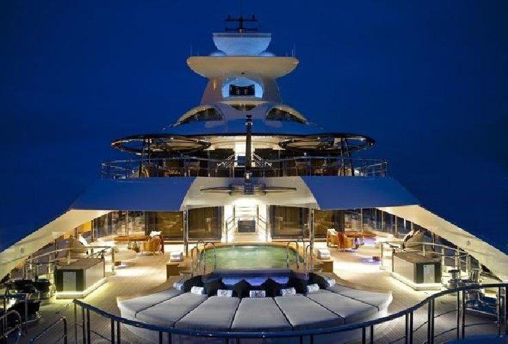 https://www.ragusanews.com//immagini_articoli/02-08-2018/1533240911-yacht-arrivato-katara-1-500.jpg