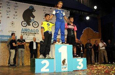 https://www.ragusanews.com//immagini_articoli/02-08-2018/ciclismo-matteo-verdirame-podio-andalo-240.jpg