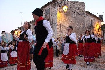 https://www.ragusanews.com//immagini_articoli/02-08-2018/giarratana-prima-festa-folklore-siciliano-240.jpg