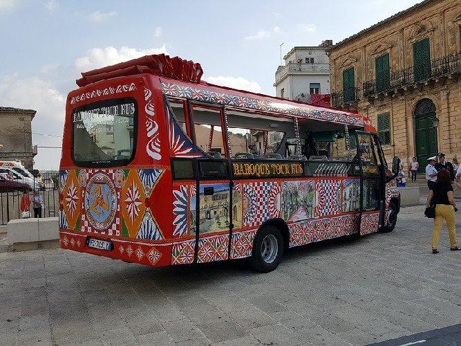 https://www.ragusanews.com//immagini_articoli/02-08-2018/love-ragusa-rivendita-autorizzata-sais-biglietti-baroque-tour-500.jpg