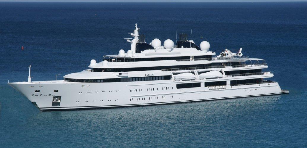 https://www.ragusanews.com//immagini_articoli/02-08-2018/yacht-arrivato-katara-500.jpg