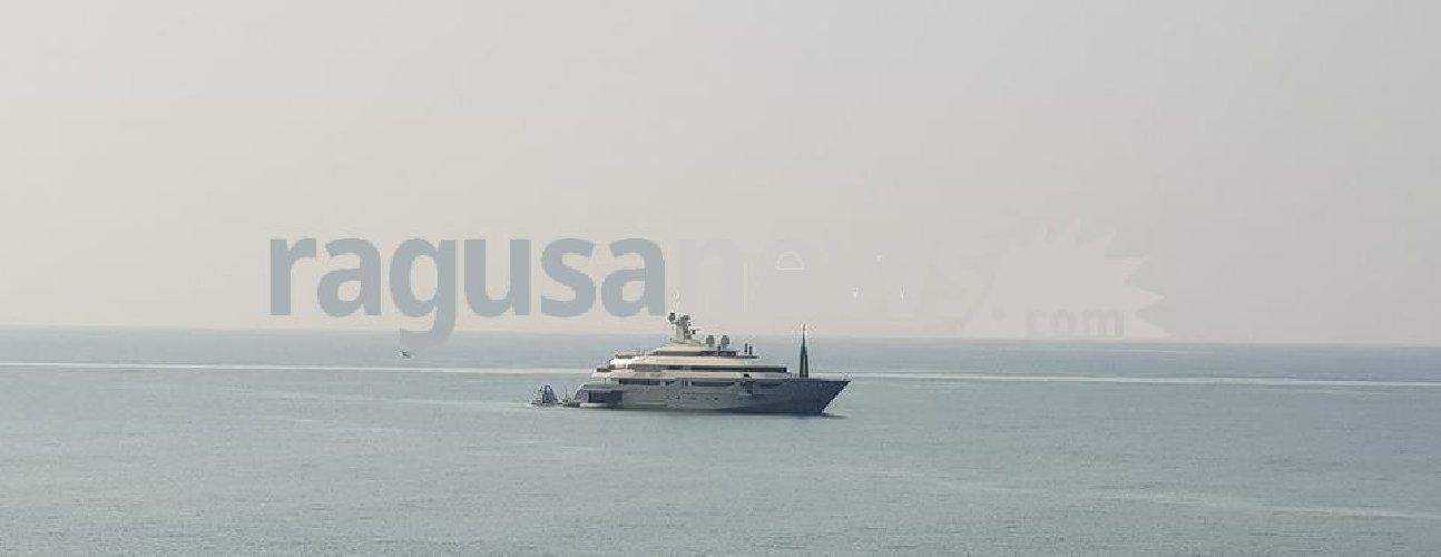https://www.ragusanews.com//immagini_articoli/02-08-2018/yacht-azteca-lambisce-marina-ragusa-sognare-500.jpg