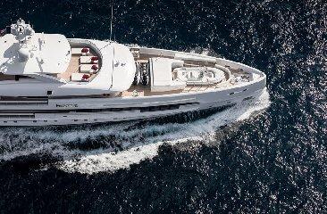 https://www.ragusanews.com//immagini_articoli/02-08-2019/1564777560-tenetevi-forte-e-arrivato-home-lo-yacht-ibrido-che-non-inquina-foto-1-240.jpg