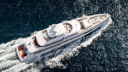 https://www.ragusanews.com//immagini_articoli/02-08-2019/1564777668-tenetevi-forte-e-arrivato-home-lo-yacht-ibrido-che-non-inquina-foto-1-240.jpg