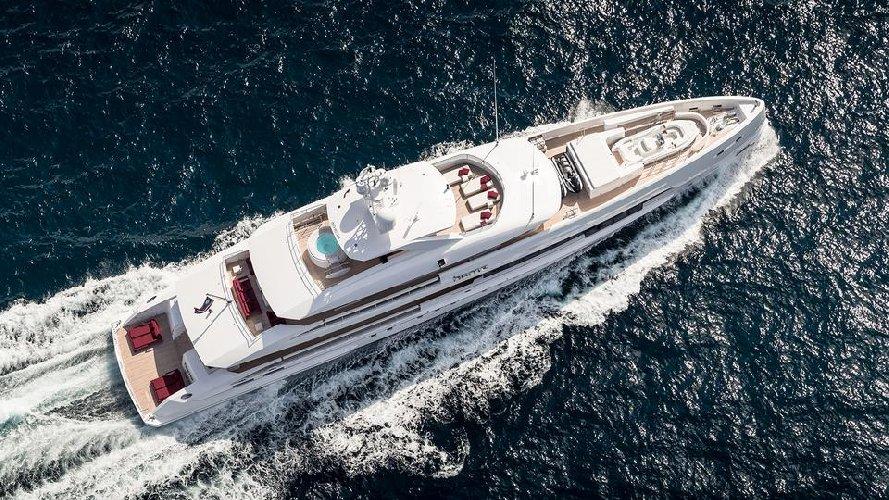 https://www.ragusanews.com//immagini_articoli/02-08-2019/1564777668-tenetevi-forte-e-arrivato-home-lo-yacht-ibrido-che-non-inquina-foto-1-500.jpg