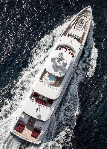https://www.ragusanews.com//immagini_articoli/02-08-2019/1564777668-tenetevi-forte-e-arrivato-home-lo-yacht-ibrido-che-non-inquina-foto-5-500.jpg
