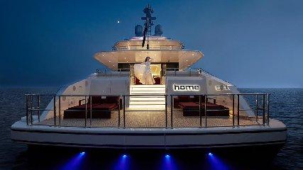https://www.ragusanews.com//immagini_articoli/02-08-2019/1564777815-tenetevi-forte-e-arrivato-home-lo-yacht-ibrido-che-non-inquina-foto-2-240.jpg