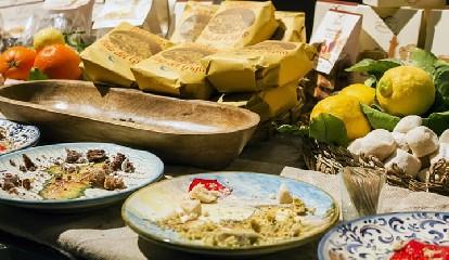 https://www.ragusanews.com//immagini_articoli/02-08-2020/la-dieta-mediterranea-settimanale-il-menu-facile-per-perdere-peso-240.jpg