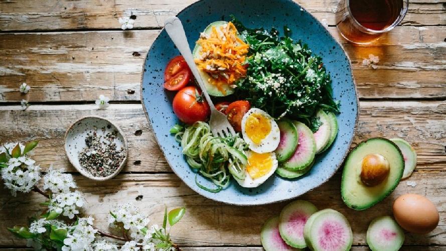 https://www.ragusanews.com//immagini_articoli/02-08-2021/dieta-chetogenica-cosa-mangiare-per-perdere-peso-500.jpg