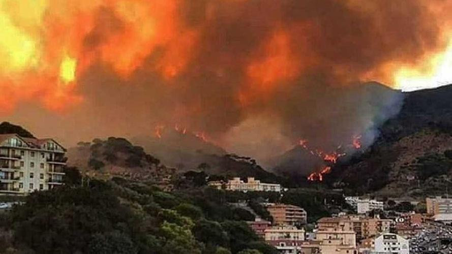 https://www.ragusanews.com//immagini_articoli/02-08-2021/incendi-non-e-il-caldo-una-specialita-siciliana-video-500.jpg