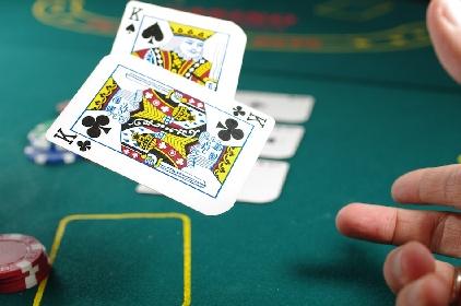https://www.ragusanews.com//immagini_articoli/02-08-2021/poker-la-scienza-dietro-il-gioco-di-carte-280.jpg