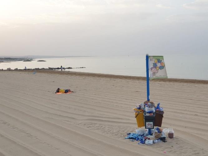 https://www.ragusanews.com//immagini_articoli/02-08-2021/povera-la-mia-marina-di-ragusa-sciatta-500.jpg