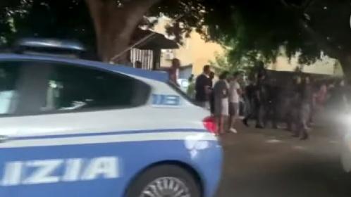 https://www.ragusanews.com//immagini_articoli/02-08-2021/spara-a-una-donna-disarmato-e-linciato-dai-vicini-di-casa-280.jpg
