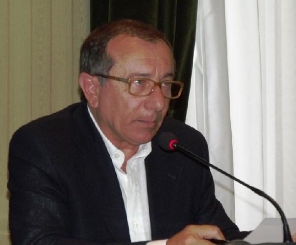 https://www.ragusanews.com//immagini_articoli/02-09-2011/calcio-gianni-iacono-il-mio-modica-500.jpg