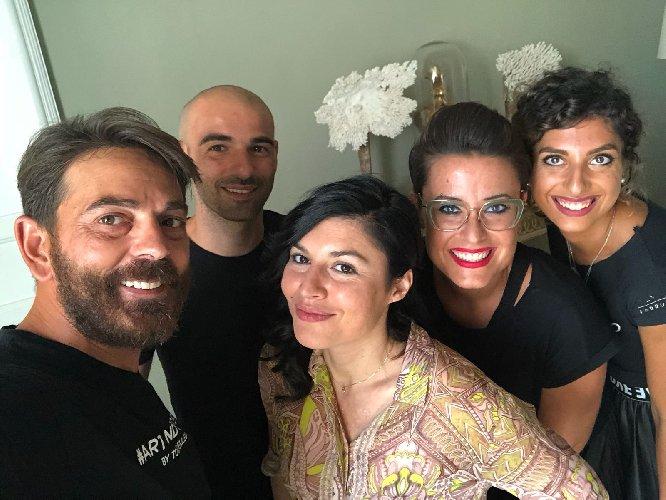 https://www.ragusanews.com//immagini_articoli/02-09-2018/giusy-ferreri-damigelle-mamma-fedez-capelli-toni-pellegrino-500.jpg