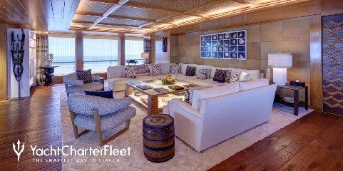 https://www.ragusanews.com//immagini_articoli/02-09-2019/1567421381-yacht-c-e-il-simphony-proprietario-di-louis-vuitton-1-240.jpg
