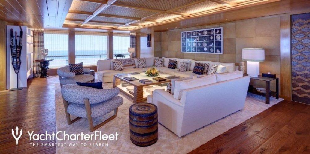 https://www.ragusanews.com//immagini_articoli/02-09-2019/1567421381-yacht-c-e-il-simphony-proprietario-di-louis-vuitton-1-500.jpg
