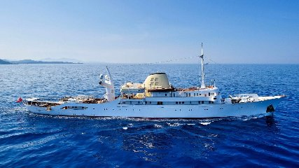 https://www.ragusanews.com//immagini_articoli/02-09-2019/1567421730-lo-yacht-di-onassis-a-taormina-video-1-240.jpg