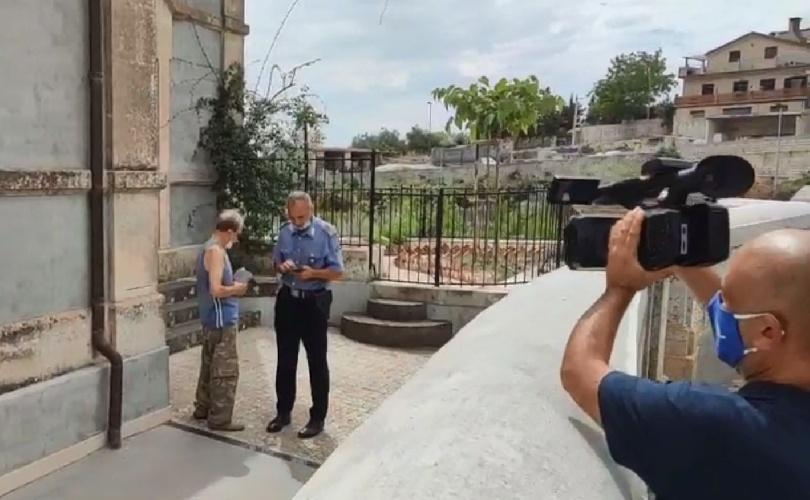 https://www.ragusanews.com//immagini_articoli/02-09-2021/1630563358-monterosso-almo-salvato-il-cane-bastonato-video-1-500.jpg