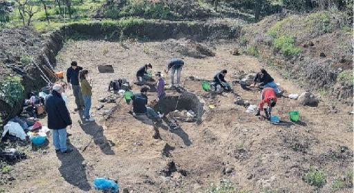 https://www.ragusanews.com//immagini_articoli/02-09-2021/archeologia-gli-scavi-restituiscono-un-santuario-greco-280.jpg