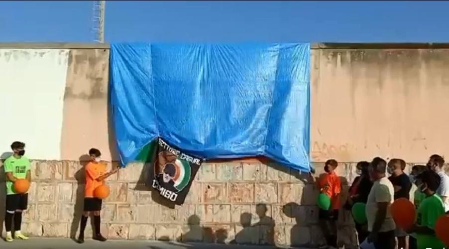 https://www.ragusanews.com//immagini_articoli/02-09-2021/comiso-murales-per-andrea-alabiso-video-500.jpg