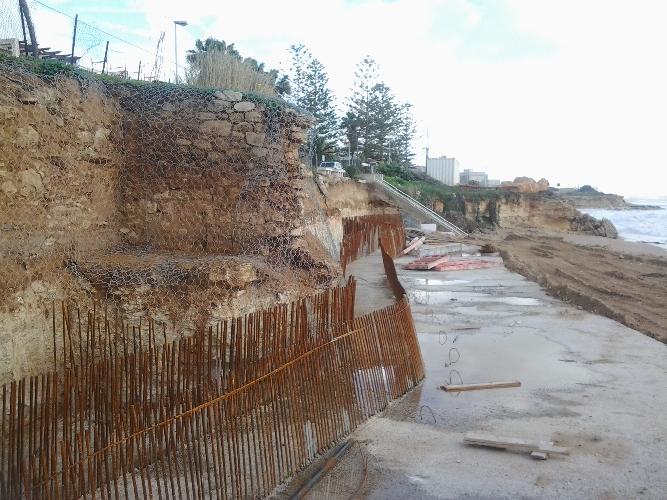 https://www.ragusanews.com//immagini_articoli/02-10-2014/casuzze-e-l-erosione-costiera-500.jpg