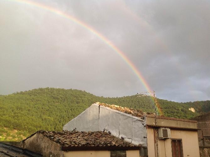 http://www.ragusanews.com//immagini_articoli/02-10-2015/doppio-arcobaleno-a-chiaramonte-500.jpg