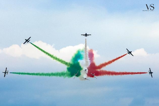 http://www.ragusanews.com//immagini_articoli/02-10-2016/nella-fotogallery-di-ragusanews-le-frecce-tricolori-420.jpg