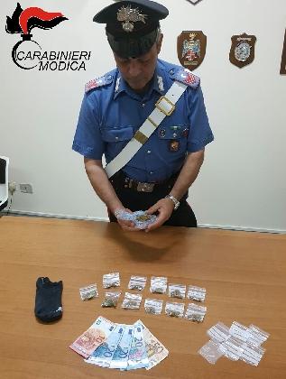 http://www.ragusanews.com//immagini_articoli/02-10-2016/pozzallo-arrestato-20enne-per-spaccio-420.jpg