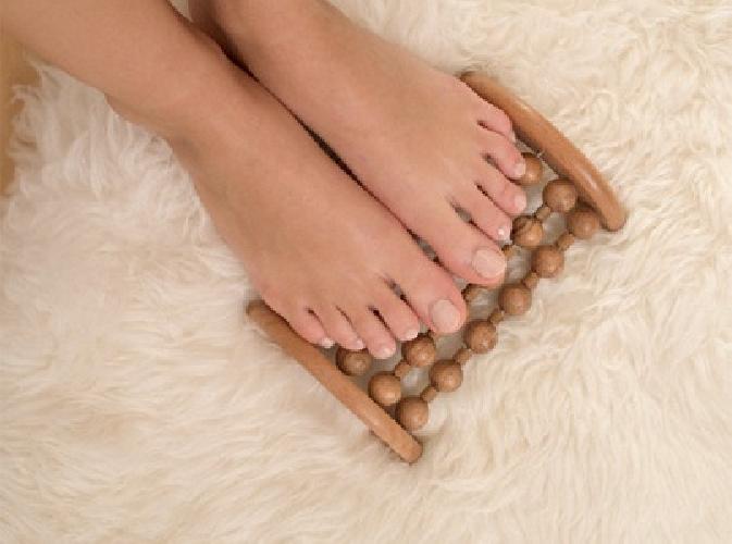 http://www.ragusanews.com//immagini_articoli/02-10-2017/donne-prendersi-cura-propri-piedi-500.jpg