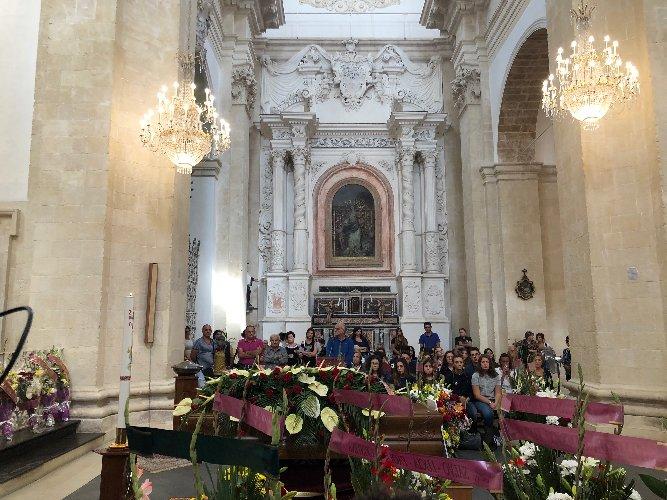 https://www.ragusanews.com//immagini_articoli/02-10-2018/celebrati-funerali-loredana-lopiano-500.jpg