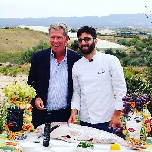 https://www.ragusanews.com//immagini_articoli/02-10-2018/chef-marco-failla-ospite-gusto-500.jpg