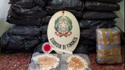 https://www.ragusanews.com//immagini_articoli/02-10-2018/ispica-aveva-chili-droga-casa-240.jpg