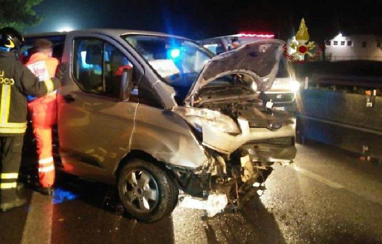 https://www.ragusanews.com//immagini_articoli/02-10-2018/umbria-sbagliano-carreggiata-finiscono-contromano-siciliani-feriti-500.jpg