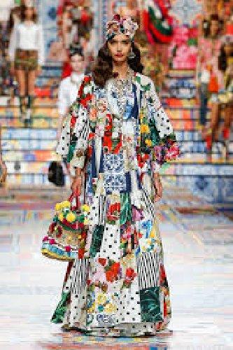 https://www.ragusanews.com//immagini_articoli/02-10-2020/1601633870-patchwork-sicilia-la-nuova-collezione-dolce-gabbana-foto-1-500.jpg