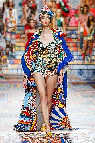 https://www.ragusanews.com//immagini_articoli/02-10-2020/1601633939-patchwork-sicilia-la-nuova-collezione-dolce-gabbana-foto-1-500.jpg