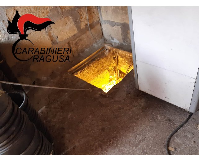 https://www.ragusanews.com//immagini_articoli/02-10-2020/piantagione-di-marijuana-in-un-bunker-sotterraneo-un-arresto-500.jpg