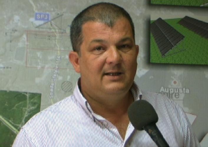 https://www.ragusanews.com//immagini_articoli/02-11-2011/il-modica-calcio-passa-nelle-mani-del-lentinese-piero-cundari-500.jpg