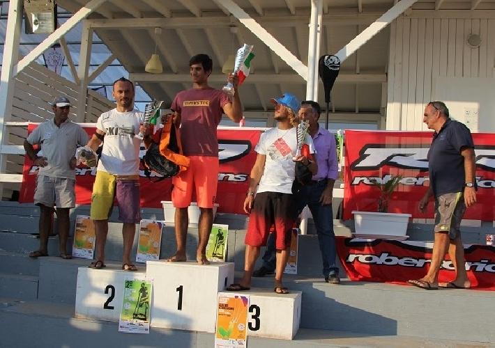 https://www.ragusanews.com//immagini_articoli/02-11-2014/a-mario-calbucci-il-titolo-nazionale-di-slalom-kitesurf-500.jpg