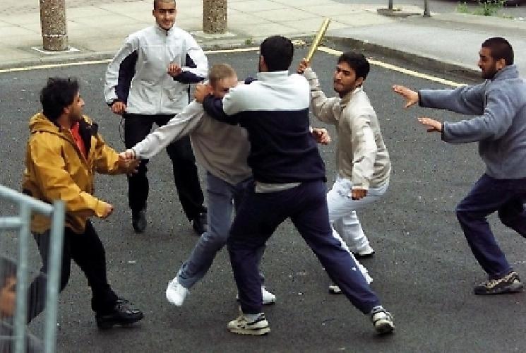 http://www.ragusanews.com//immagini_articoli/02-11-2014/rissa-in-piazza-matteotti-quattro-arresti-500.jpg