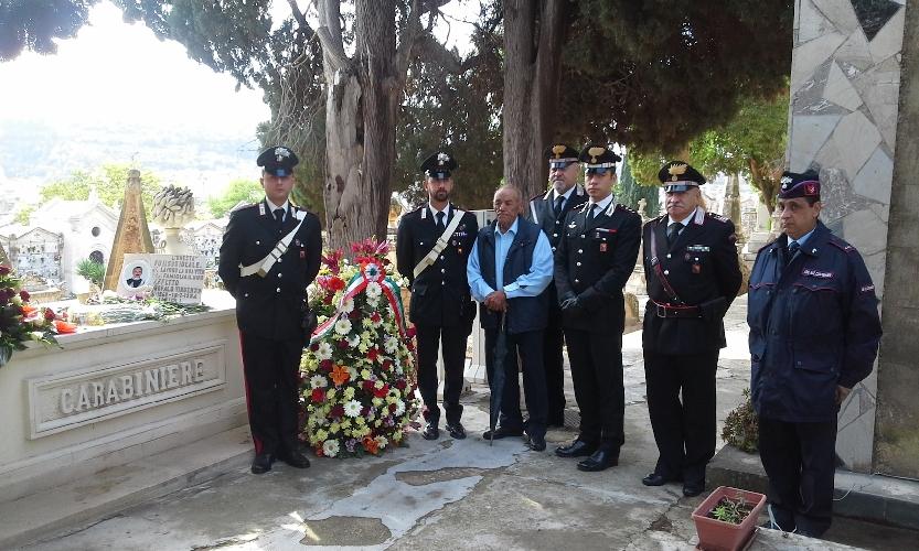 http://www.ragusanews.com//immagini_articoli/02-11-2015/commemorato-il-carabiniere-garofalo-500.jpg