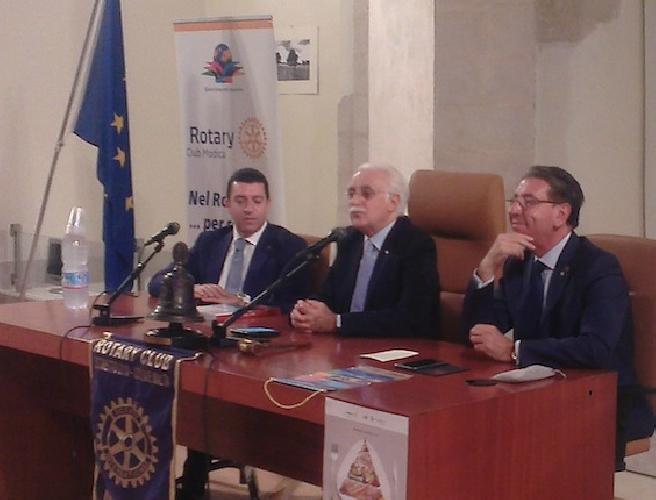 http://www.ragusanews.com//immagini_articoli/02-11-2015/giorgio-calabrese-a-modica-per-la-dieta-mediterranea-500.jpg