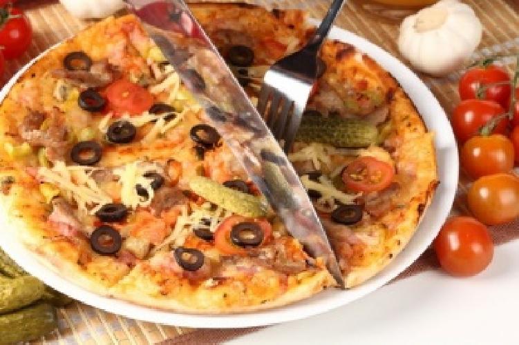 http://www.ragusanews.com//immagini_articoli/02-11-2015/prima-le-pizze-in-faccia-poi-le-coltellate-500.jpg