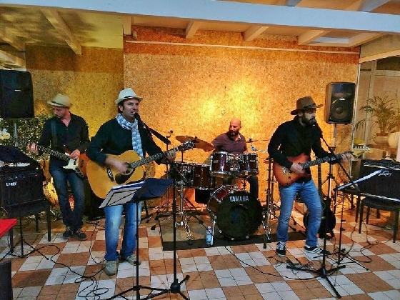http://www.ragusanews.com//immagini_articoli/02-11-2016/fishermen-acoustic-revival-concerto-a-scicli-420.jpg