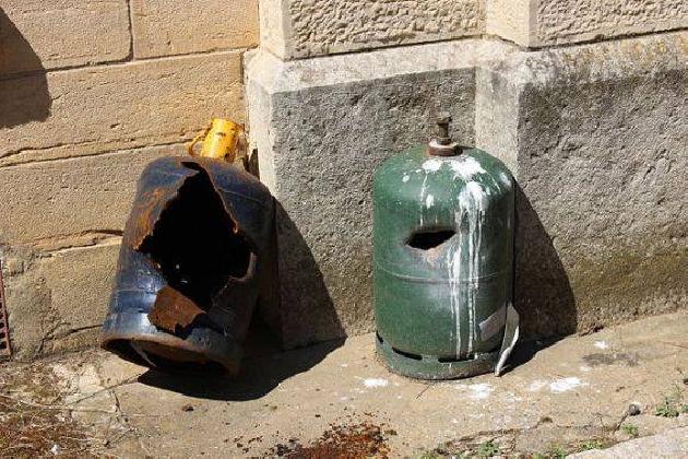 http://www.ragusanews.com//immagini_articoli/02-11-2016/scoppia-la-bombola-del-gas-venditrice-di-51-anni-gravemente-ustionata-420.jpg