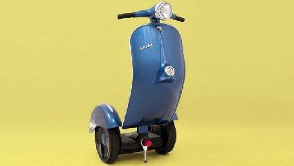 https://www.ragusanews.com//immagini_articoli/02-11-2018/1541196298-zero-scooter-segway-vespa-1-240.jpg