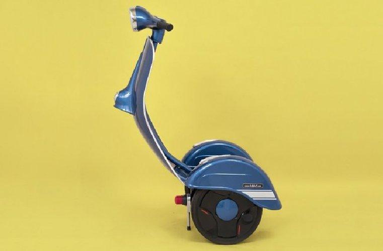 https://www.ragusanews.com//immagini_articoli/02-11-2018/1541196298-zero-scooter-segway-vespa-2-500.jpg