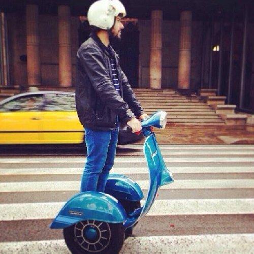 https://www.ragusanews.com//immagini_articoli/02-11-2018/1541196339-zero-scooter-segway-vespa-1-500.jpg