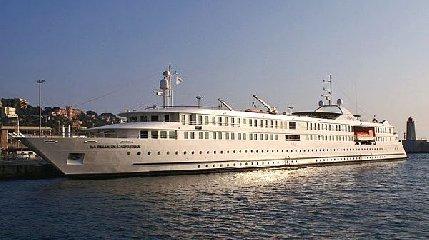 https://www.ragusanews.com//immagini_articoli/02-11-2019/navi-da-crociera-la-belle-de-ladriatique-a-pozzallo-240.jpg