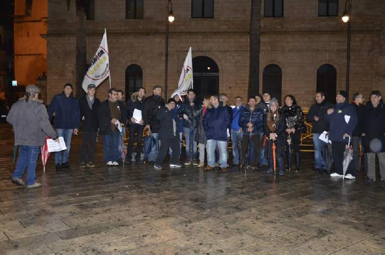 https://www.ragusanews.com//immagini_articoli/02-12-2013/i-cinque-stelle-occupano-piazza-matteotti-in-barba-ad-abbate-500.jpg